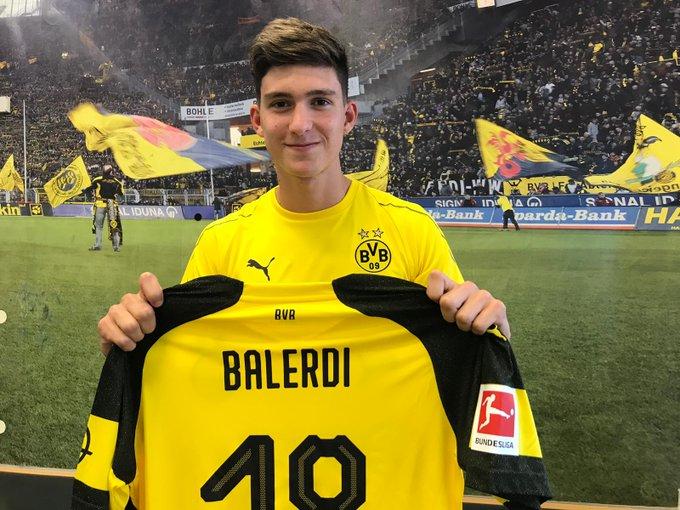 🤝 BVB verpflichtet Leonardo #Balerdi (19)! Das argentinische Innenverteidiger-Talent hat einen sehr langfristigen Vertrag bei Borussia Dortmund unterschrieben. Alle Infos 👉 Foto