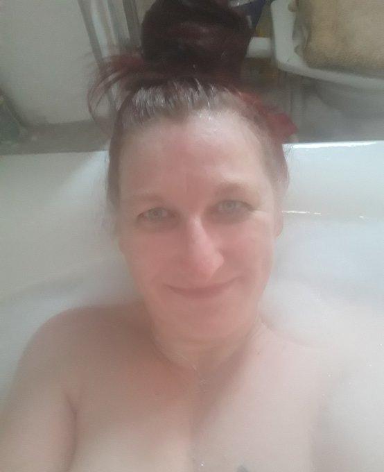 Heute ein ungeschminktes Kohlhiesls Tochter 😱 #montagslaecheln aus der dampfenden Wanne Foto