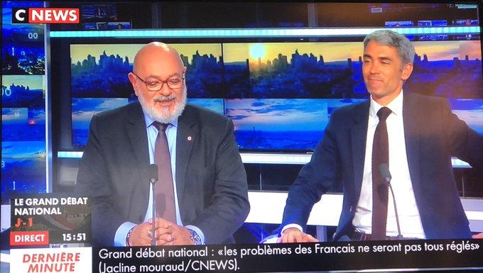 💬 L'élection d'@EmmanuelMacron a suscité une volonté des Français de s'impliquer dans la vie de la cité. Cette appétence pour la politique au sens le plus noble du terme doit être retrouvée. Nous pouvons le faire avec le #grandebatnational qu'il faut prendre comme une chance. Photo