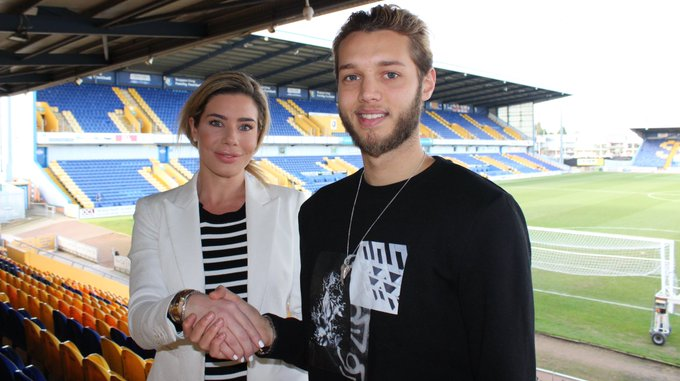 We're thrilled to be announcing the signing of Jorge Grant on loan from @NFFC! 💛💙 #TransferNews @mansfieldtownfc #football Photo