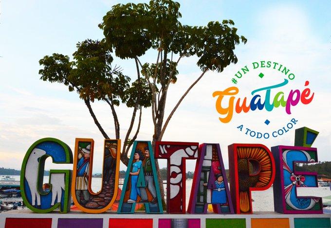 #spamdepuebloscolombianos #UnDestinoATodoColor Guatapé el pueblo colorido y mágico. El pueblo de los Zócalos. Photo