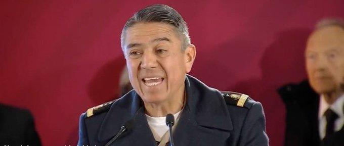 •@GobiernoMX | El general de @SEDENAmx Arturo Velázquez afirma que de 80 mil barriles diarios que se robaban en noviembre, se ha reducido el monto hasta en 2,500; asegura que los seis ductos más críticos fueron intervenidos y vigilados desde el 5 de enero. Foto