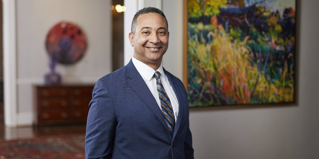 We are excited to announce that @DanielGLugo has been named Queens&#39; next president. He is currently the VP of advancement at @ColbyCollege and will join us as a Royal on July 1. Learn more at  http://www. queens.edu/21st-president  &nbsp;  . <br>http://pic.twitter.com/VwzaCAhYE2