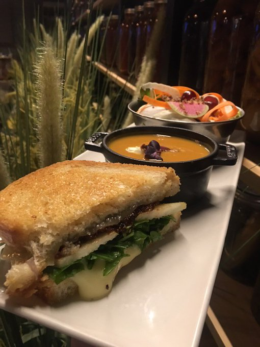 Try our Urban Farmer lunch combo to ease into this cold #MeatlessMonday! Grilled Brie Sandwich Pear | Arugula | Fig jam | Cheddar Sweet Potato Soup Mascarpone | Maple almonds | Bourbon syrup Served with local greens 🥗 Photo