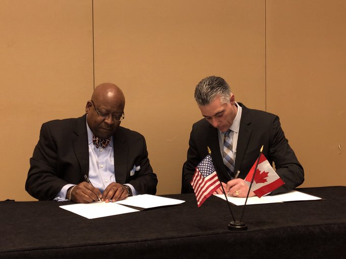 .@TTITAMU Agency Director Greg Winfree (left) and Glen Legere, Senior Manager of @FPInnovations, signed an MOU on Jan 13 to collaborate on and advance transportation research in the areas of emissions and fuel consumption reduction, freight performance and other areas. #TRBAM Photo