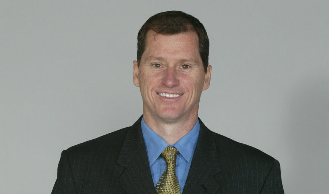 #OnThisDay in 2002 - Doug Hamilton was named vice president and general manager of @LAGalaxy. Sadly in March, 2006 he died from a heart attack during a flight, after the Galaxy had played Saprissa. In 2016 he was inducted into the Galaxy's Ring of Honor #GoneButNeverForgotten <br>http://pic.twitter.com/N05SRsdLZn