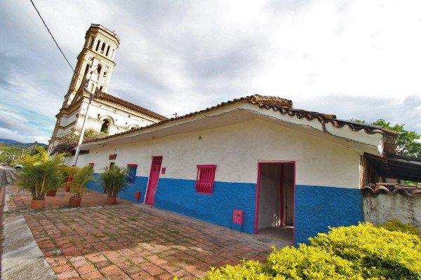 La Jagua, Huila. Este municipio es conocido como el 'Pueblo de las Brujas', tradicionalmente se ha dicho que allí hay mujeres que se dedican a la lectura de cartas y tabaco, entre otras… #spamdepuebloscolombianos Photo