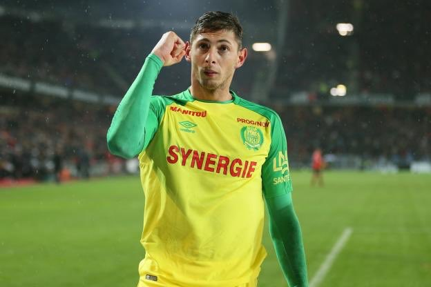 Nantes striker Emiliano Sala has flown into South Wales in the last hour for talks and a possible medical ahead of a £20m club-record transfer to Cardiff City. (Sky Sports) #CardiffCity Photo