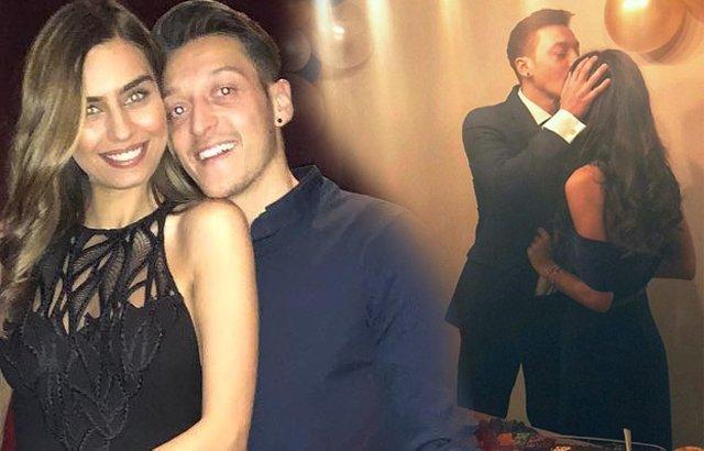 Amine Gülşe ile Mesut Özil nişanlandı! Fotoğraf