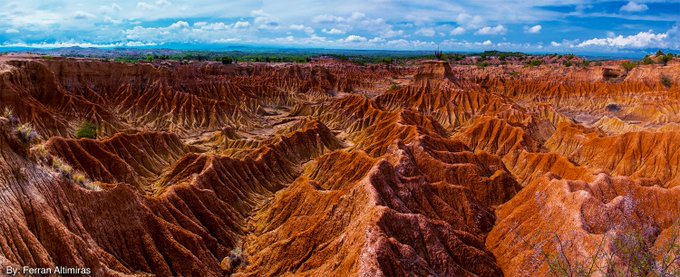 #FelizSemana Les dejamos dos hermosas fotografías del Desierto de la Tatacoa en el Huila, famoso por ser el sitio ideal para el avistamiento de estrellas. Foto