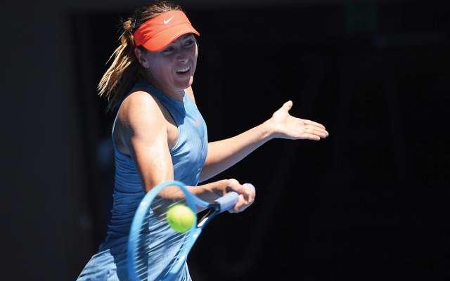 La ex número uno del mundo, @MariaSharapova clasificó a la 2a ronda del #AustralianOpen contra Harriet Dart. ➡️ Photo