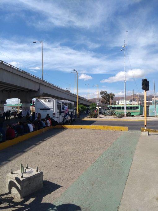 #AlertaVial Se encuentra cerrada la circulación en el crucero de Cinco Señores por presencia de manifestantes @MunicipioOaxaca #MunicipioSeguro Foto