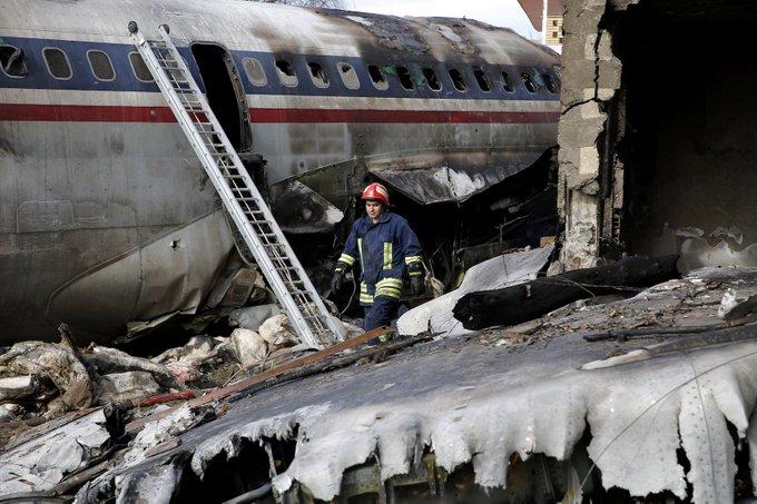 Se estrella un Boeing 707 en Irán. Mueren todos sus ocupantes excepto un solo sobreviviente. Фото
