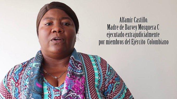 El Ejército colombiano mató al hijo de Alfamir. Desde entonces ella persigue a los responsables buscando justicia. Hace dos días casi la asesinan. Conviene recordarlo: a las #Defensoras de Derechos Humanos nos están matando. Foto