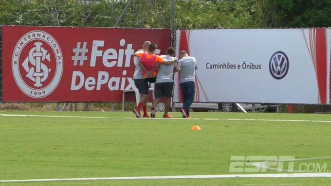 Galdezani sofre lesão durante o treino, precisa ser carregado e tem apresentação adiada no Inter. Assista: Foto