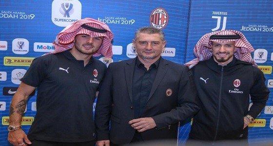 شاهد: لاعبي ميلان يرتدون الشماغ السعودي فيجدة صورة فوتوغرافية