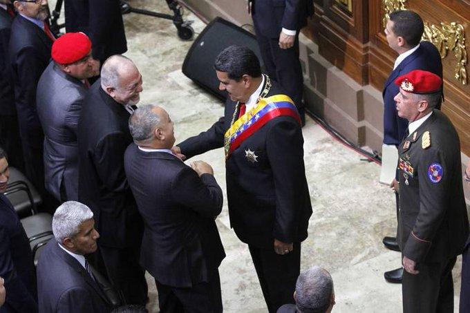 ANC aprobó decreto donde reconoce a @NicolasMaduro como Presidente de Venezuela y Comandante en Jefe de la FANB para el período 2019-2025 #MaduroMemoriaYCuentaANC Photo