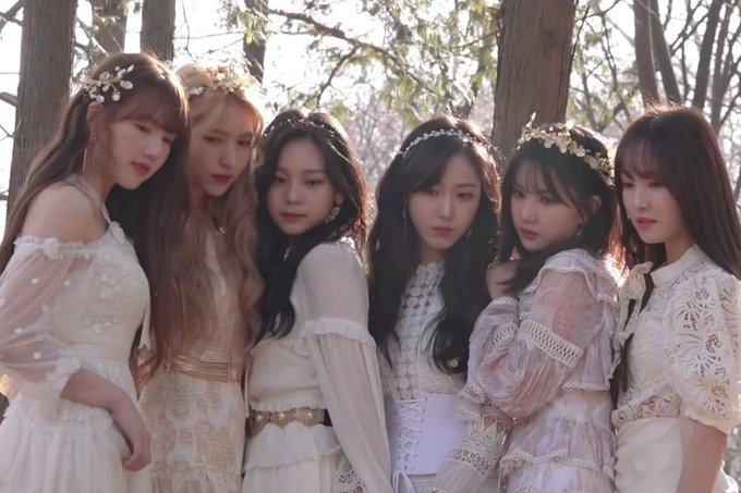 """WATCH: #GFRIEND Shares Lovely Moments From """"Sunrise"""" MV And Jacket Shoot Filming Photo"""