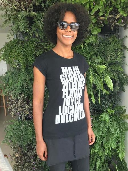 """Maju faz homenagem a colegas negras em camiseta: """"Esse time no peito, bixo"""" https://t.co/uaBvfNlW0Z A apresentadora da previsão do tempo do """"Jornal Nacional"""", Maria Júlia Coutinho, a Maju, prestouuma homenagem ajornalistas negras em uma camiseta. #geledes #mulhernegra #maju"""