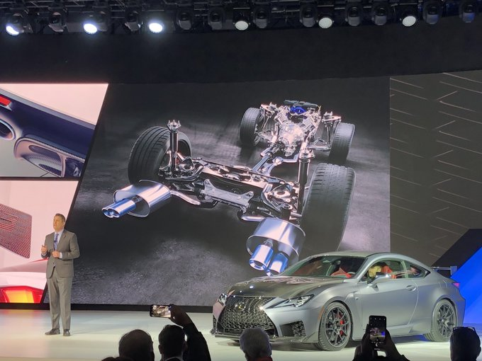 """Lexus introduces the 2020 RC F Track Edition. #NAIAS2019 - Will be street legal, and it would be the """"fastest, most powerful"""" model outside of its LFA supercar - Production will be on a """"very, very limited"""" basis - Goes 0-60 in less than four seconds Foto"""