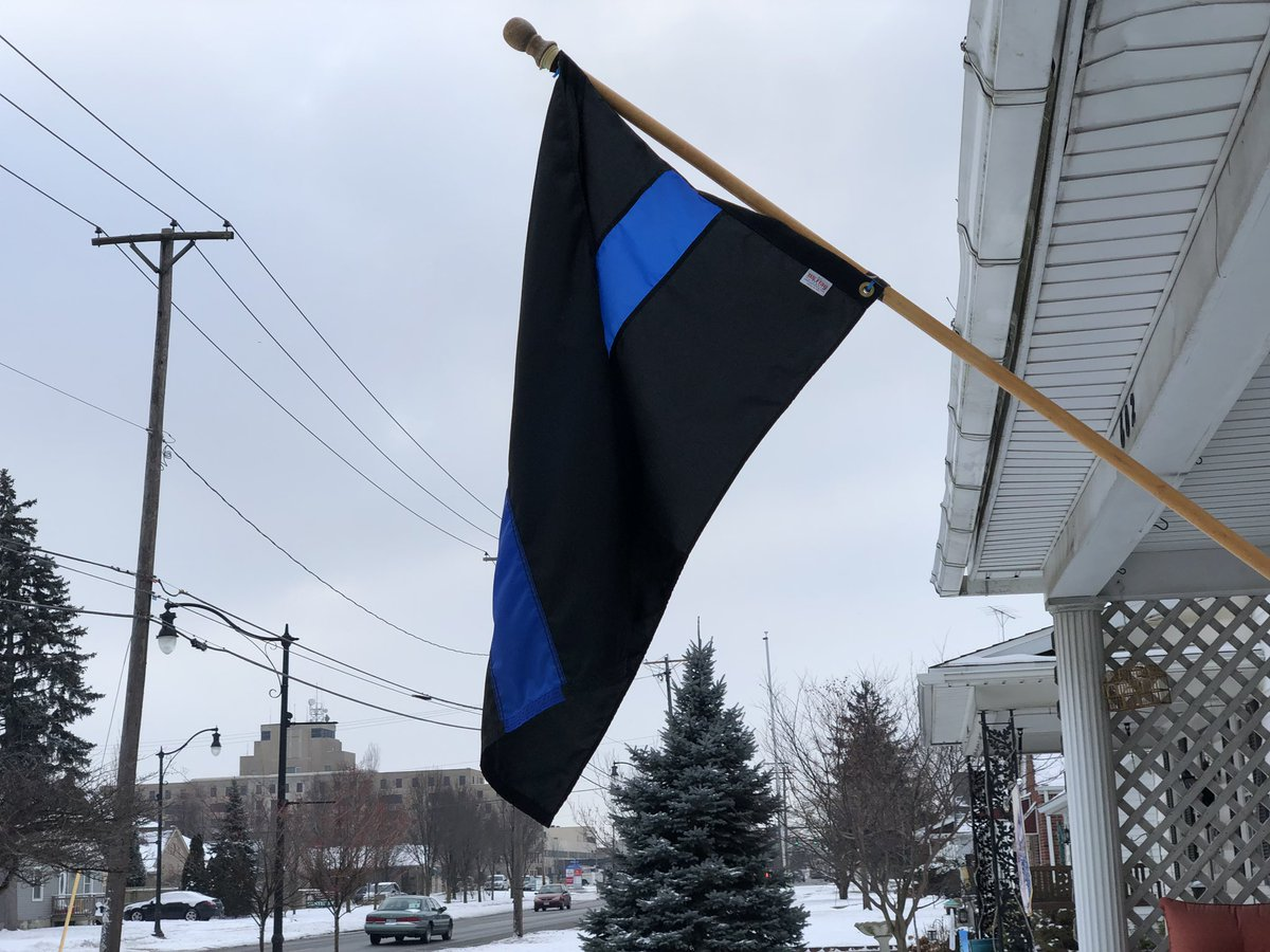 @BlueWalkPoconos @NatPoliceAssoc #BlueLivesMatter #BluePawsMatter FLYING HONOR FLAG IN TOLEDO. <br>http://pic.twitter.com/QfvpbdAiIn