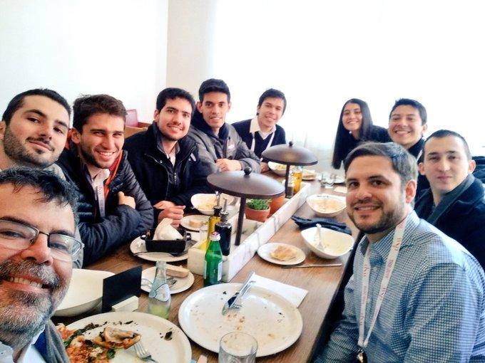 Buen encuentro de colombianos y colombianistas en #TRB2019 Muy interesante grupo de investigadores y practicantes de transporte ¡Que todos tengan una buena semana en la nieve ! #TRBAM 🇨🇴 Photo