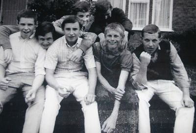 Some young skinheads on my old estate 1970. Two were Spurs, one was West Ham and four were Chelsea. We also had, but not in pic, Fulham and Man United. Foto