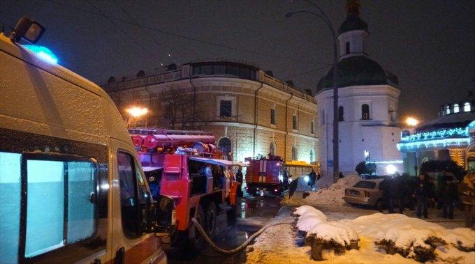 УПЦ заявила о появлении неизвестного в Киево-Печерской лавре перед пожаром Фото