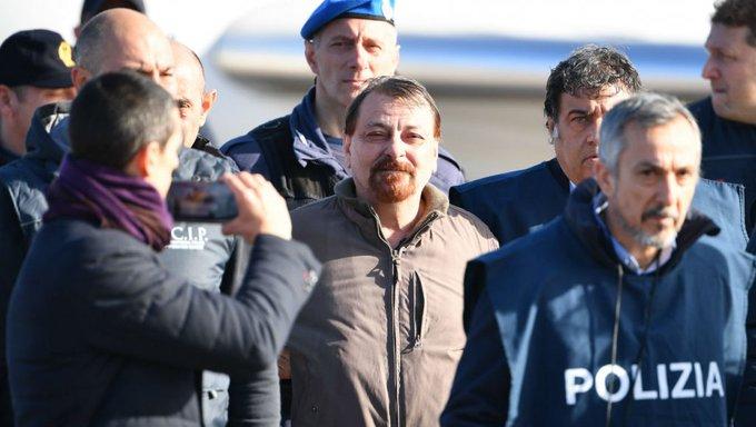 Por questões de segurança, Battisti é levado para presídio de Oristano: Foto