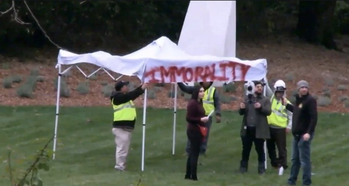 Activists Jump Nancy Pelosi's Mansion Wall With Illegal Immigrants, Demand Entry To Her Home