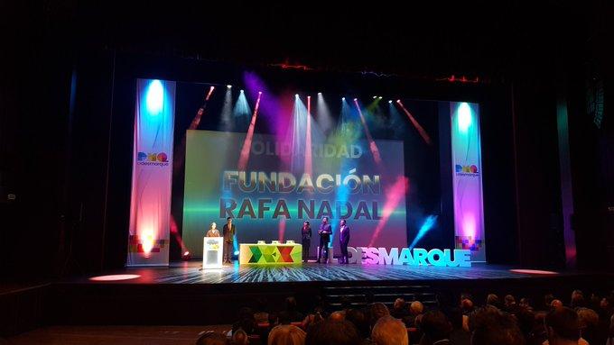 Gracias @eldesmarque por concedernos el Premio a la Solidaridad en #premiosDEX. ¡Un honor recibir este reconocimiento! Foto