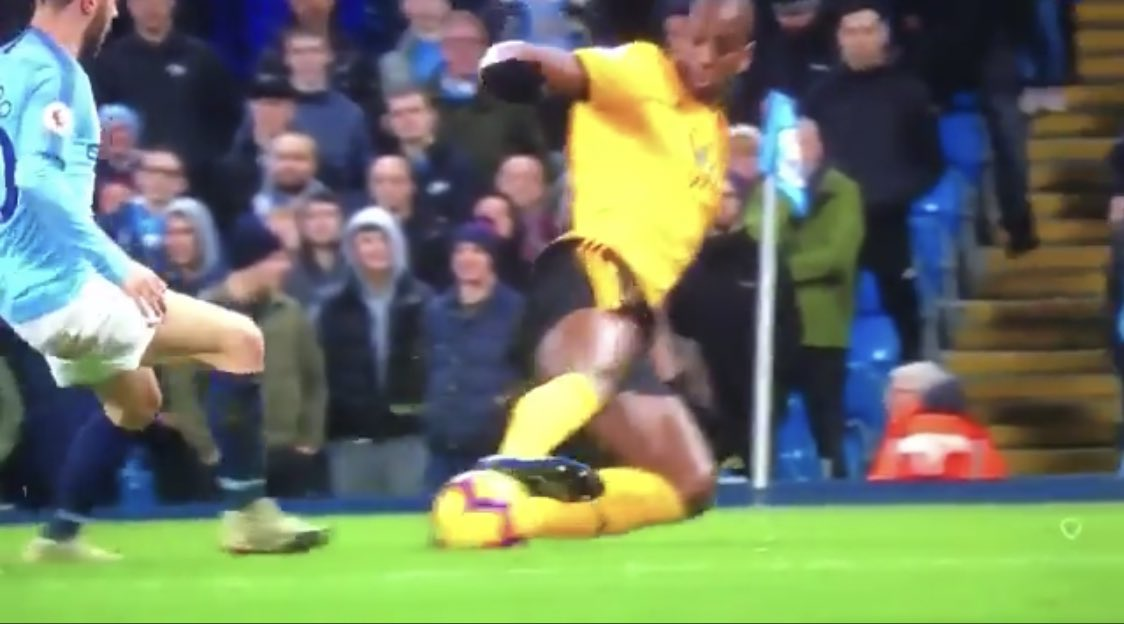 Both identical tackles, one was a red and the other was a yellow. 🤷🏻♂️