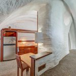 Think natural light is overrated? Are you all about that Hobbit life? Then this underground home can be yours for just $285K: https://t.co/dobOGqXB0W