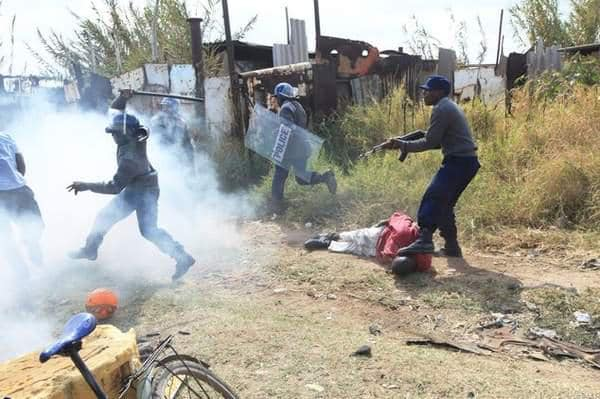DAY 1 Zimbabwe Republic Police shooting LIVE ammunition at unarmed civilians #ZimbabweShutdown 14 Jan '19