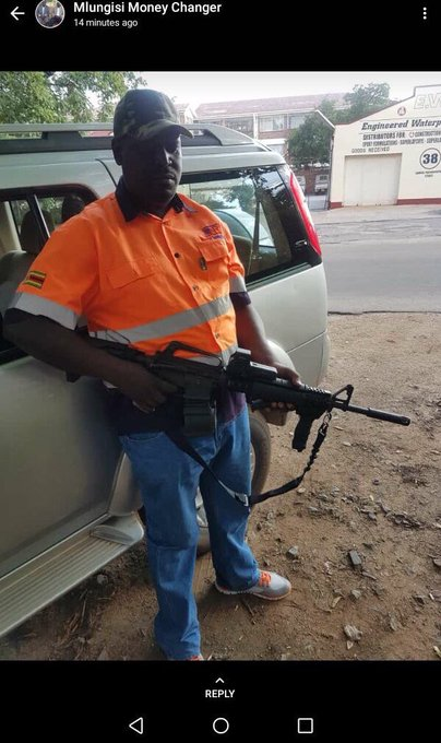 The debate over possession of arms is raging following the August 1 killings and the January 14 demos. Today, Mlungisi Moyo the Zanu PF losing candidate for Bulawayo Central in the 2018 elections, posted these pictures of himself as his WhattsApp status Photo