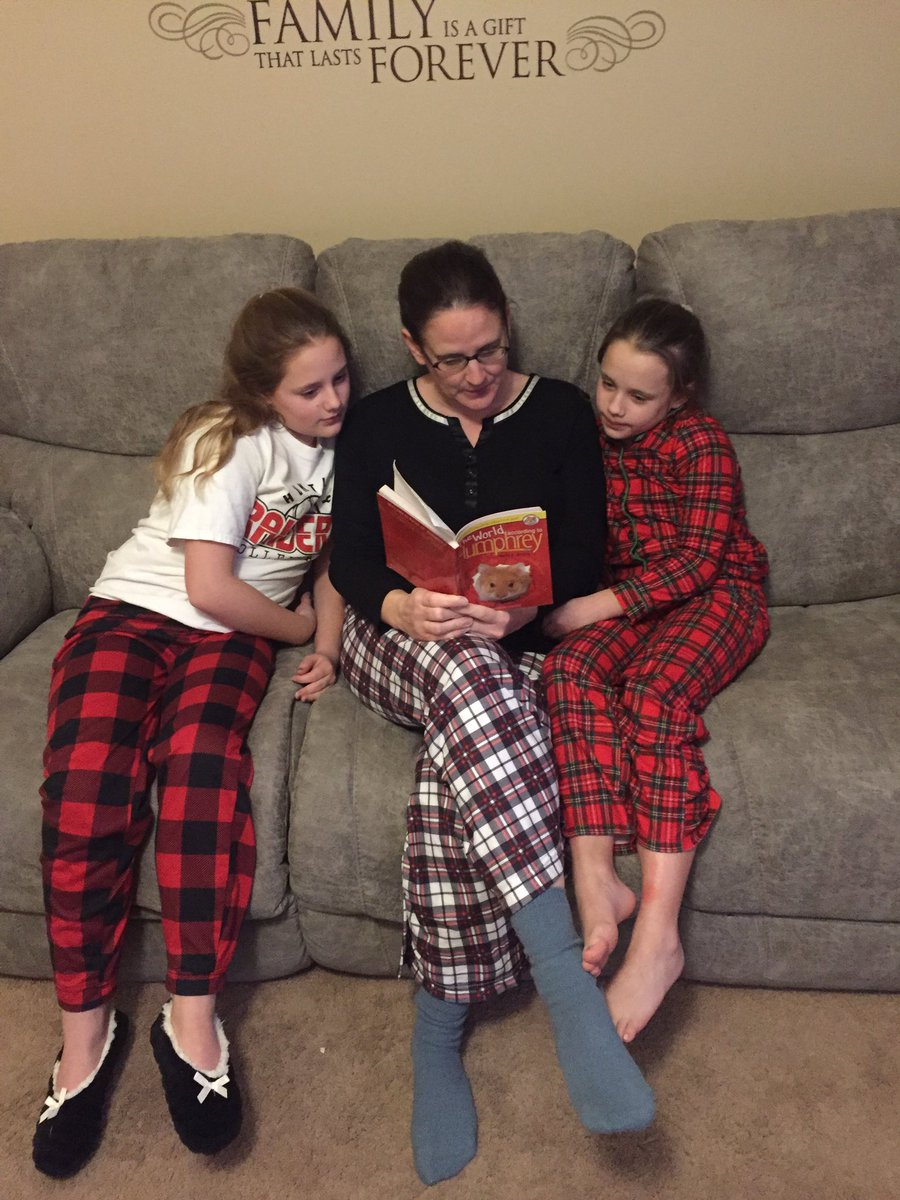 @TarkingtonLMC the Ouimettes are reading before bedtime! #1school1book1hamster https://t.co/W5Ftc1Clr1