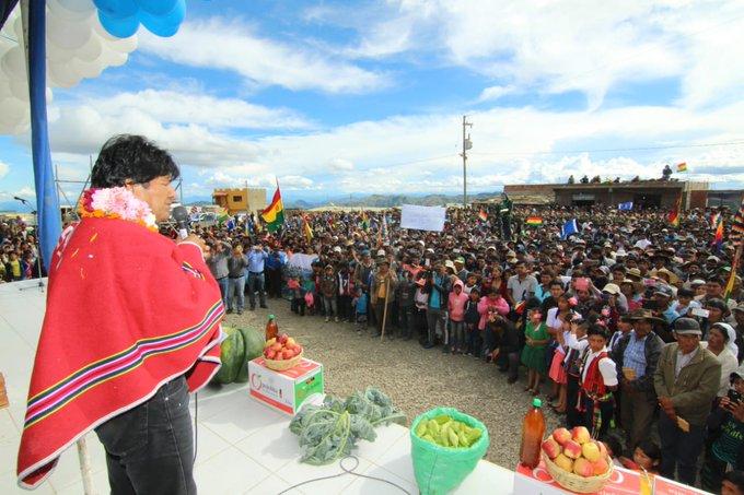 Inauguramos un mercado en la comunidad Yuthupampa, Pojo, #Cochabamba. En el pasado vi cómo sufrían las hermanas comerciantes vendiendo en lluvia y frío, ahora van a poder vender dignamente. Esta infraestructura me ha impresionado, es una de las obras más grandes de esta región. Foto