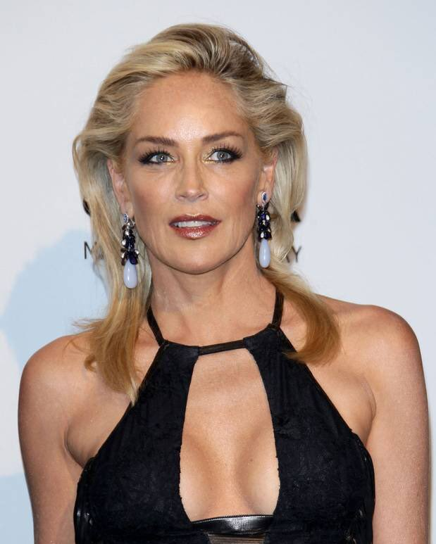 Joining Sarah Paulson in Netflix's 'Ratched', are acting legends Sharon Stone, Cynthia Nixon, Judy Davis And Amanda Plummer. 'Ratched' starts shooting in two weeks and will premiere on Netflix in 2020. #Ratched<br>http://pic.twitter.com/wB3onnP7Yc