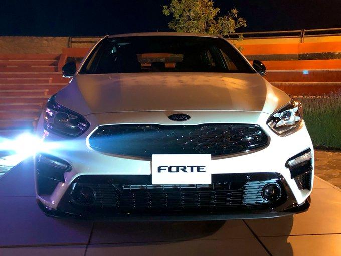 Kia Forte hatchback GT, con motor turbo. Precios: Gt Man: $428,900 y Gt Aut: $447,900 @KiaMotorsMexico #KIAforte Foto