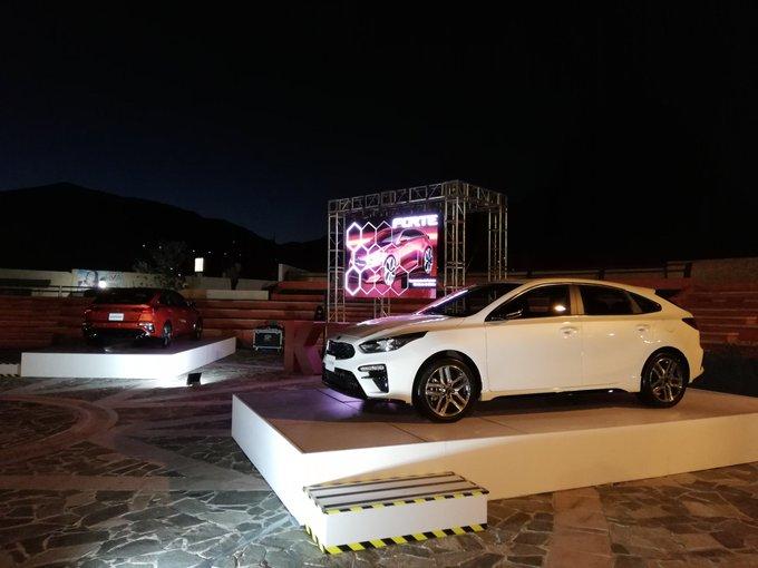 Ya tenemos precios del nuevo #KiaForte GT Hatchback, con motor litros turbo con 201 hp, en 427,900 pesos (manual) y transmisión DCT (doble embrague) en 447 mil 900 pesos. @KiaMotorsMexico Foto