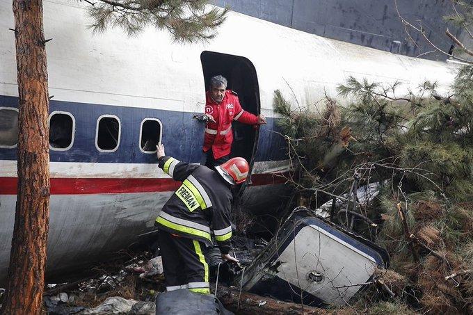 #Mundo   ¡Tragedia en Teherán! Hay 15 muertos por avionazo en Teherán, La aeronave de carga, un Boeing 707, sobrepasó la pista durante su aterrizaje; sólo un pasajero logró pero se encuentra en estado grave. Фото