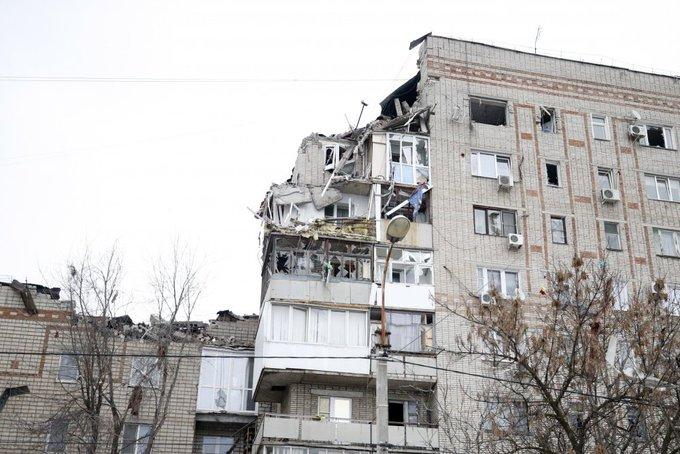 Снова газ. Взорвался жилой дом в шахтах. Владимир Владимирович, ну вы это что ли, поосторожнее. Как-то палевно же одним газом оправдываться... Фото