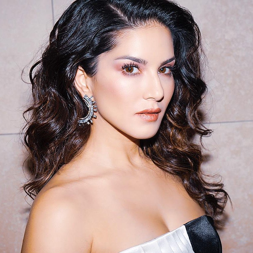 Sunny Leone, Sunny Leone, Age,Height, Songs, Husband, Instagram, Figure, Net Worth, Biography & More
