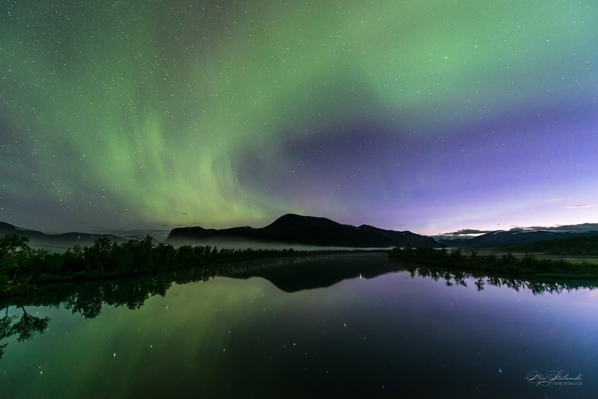 Lights and water. One of many reasons to love autumn. Doesn&#39;t get much better than watching the aurora dance above as well as on open waters.  <br>http://pic.twitter.com/yekK5oMH5m