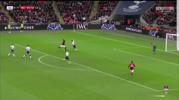 This annoyed me from Lukaku. If he had of squared the ball to @DalotDiogo it was a tap in. But no the selfish twat wanted it for himself. #MUFC #TOTMUN Photo