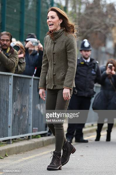The #DuchessOfCambridge was all smiles today visiting the Islington Community Garden @KHWGarden today in #London wearing a #Dubarry Bracken tweed jacket.  #Islington @IslingtonBC #RoyalFamily #KingHenrysWalk
