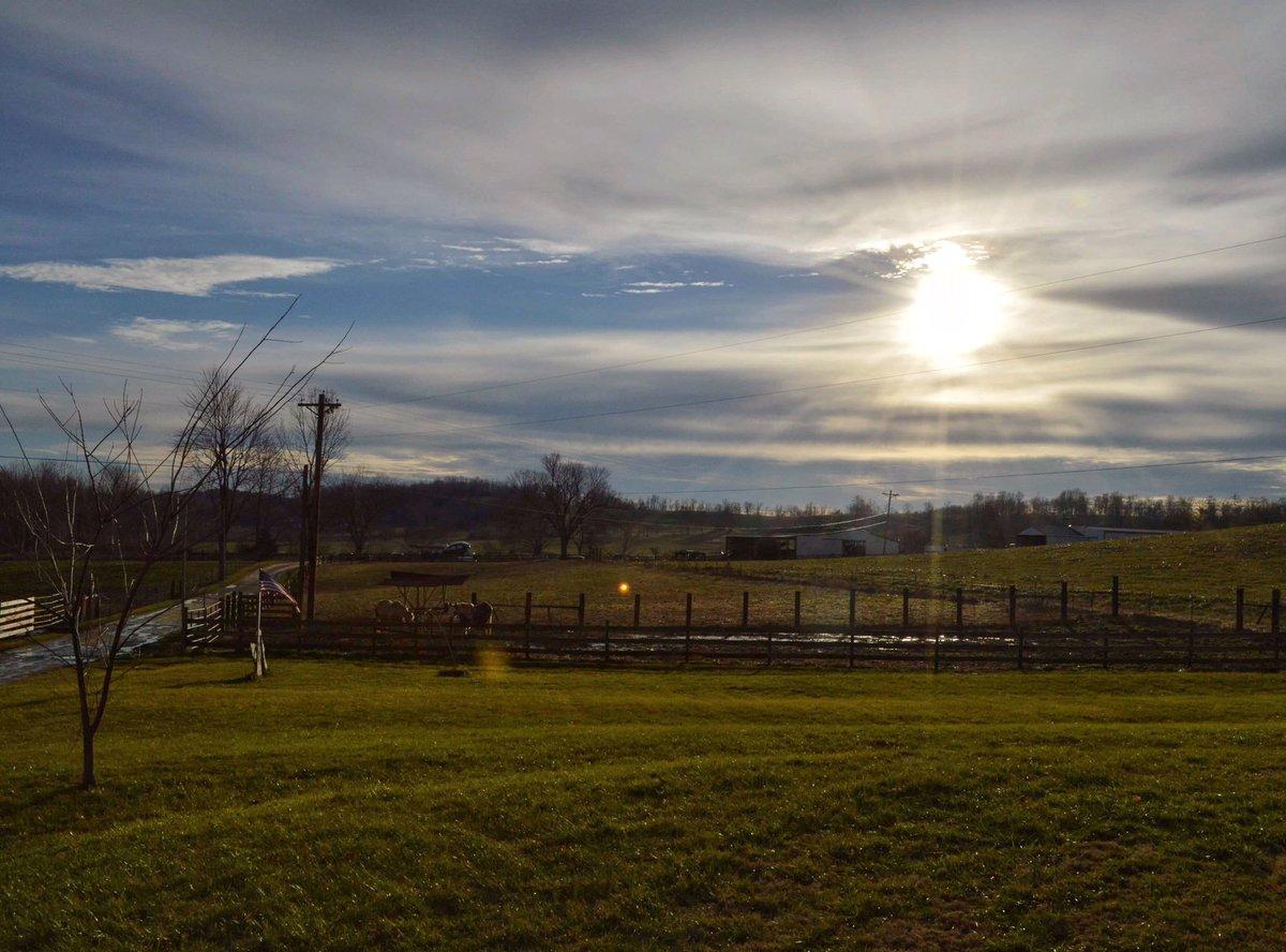 Early winter in Kentucky, by @kentuckyramblr<br>http://pic.twitter.com/Ijt7jgOHFX