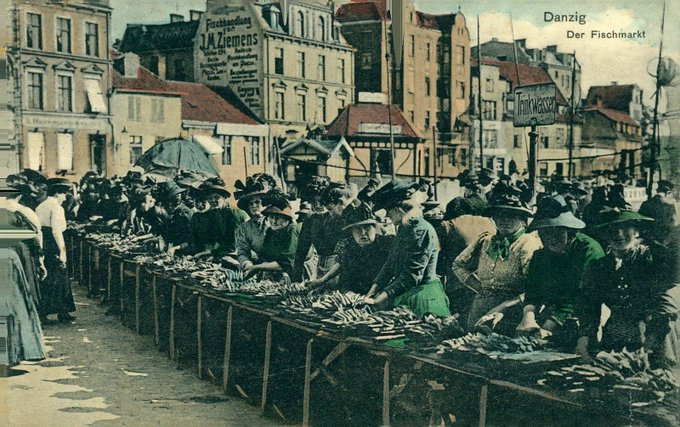 """Change alone is eternal, perpetual, immortal."" - Arthur Schopenhauer. Fishmarket in the Hanseatic city of Danzig - Gdansk, 1910 (came to Prussia during the 18th century partitions of Poland) Foto"