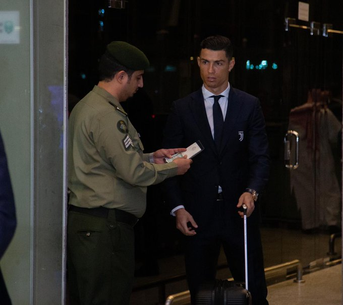 📷- رونالدو لحظة وصوله الى جدة مع فريق يوفنتوس #يوفنتوس_ميلان صورة فوتوغرافية
