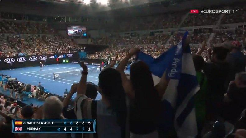 Andy Murray reçoit une ovation magnifique avant son dernier jeu de service contre…  http://www. wynfoot.fr/actualites/cat egorie/wyn_tennis/316639751?t=andy_murray_recoit_une_ovation_magnifique_avant_son_dernier_jeu_de_service_contre_bautista_agut_open_daustralie_2019 &nbsp; … <br>http://pic.twitter.com/3M7j4wsBdF